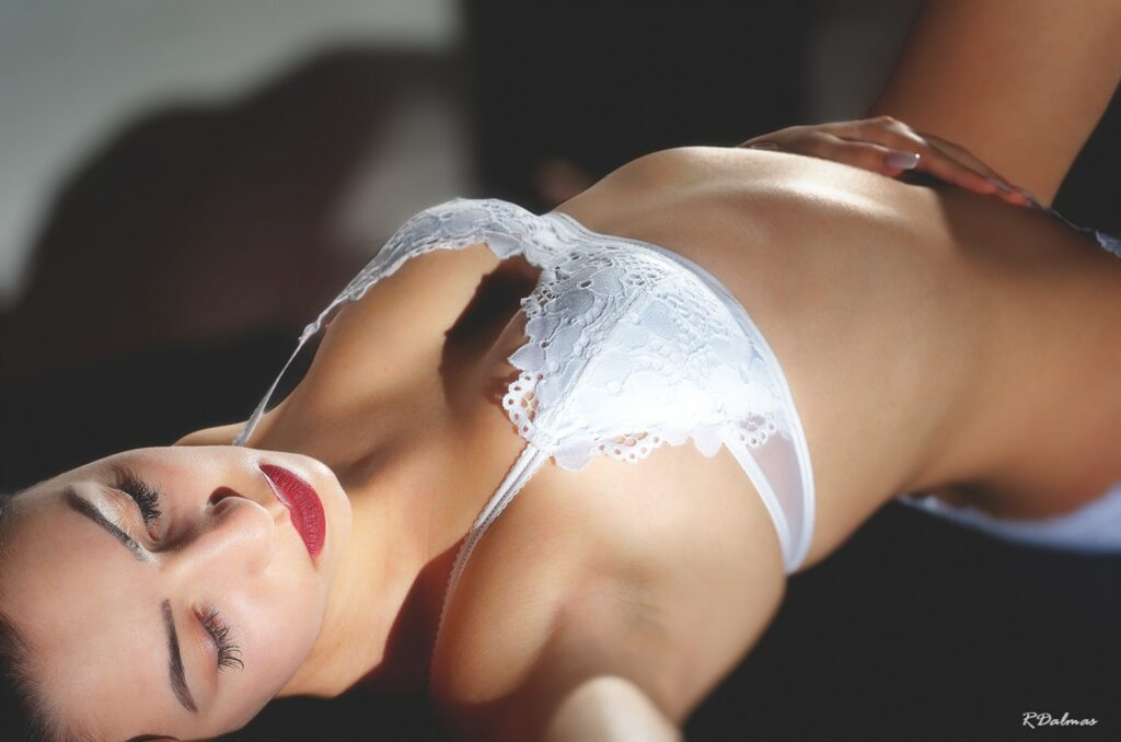Photo lingerie Maeva_RDA6200-1-red_GF by Robert Dalmas Toulouse